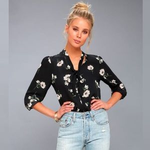 NWT Lulus On the Spot Black Floral Button Up Top